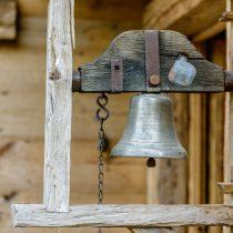 maison-dhiver-front-door-bell