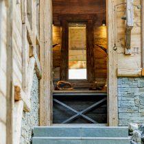 maison-dhiver-front-entrance