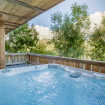 maison-dhiver-hot-tub