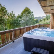 maison-dhiver-hot-tub-view