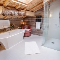 maison-dhiver-second-floor bedroom-one-en-suite-c
