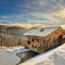 maison-dhiver-chalet-in-sunlight-edit