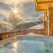 maison-dhiver-jacuzzi-sunlight-edit